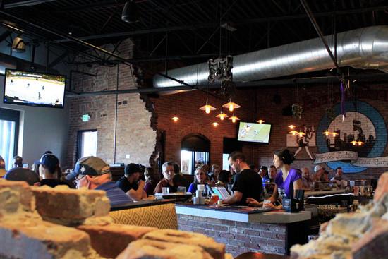 Highlands Ranch.jpg - Parry's Pizzeria & Bar file